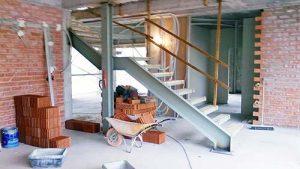 Escalera interior construcción casa